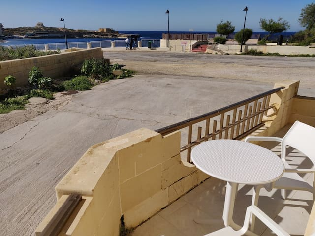 D2-Seafront Corner Apartment-Fully AirConditioned-