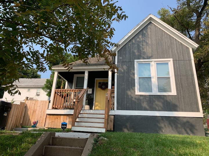 Cute Private Dog-Friendly Home in Downtown KCK