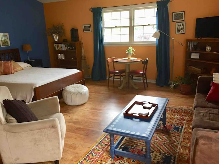 Moroccan-style loft minutes from downtown