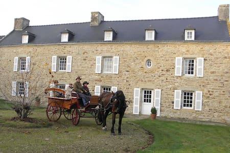 """Les chambres du manoir de Kerhel """"Brocéliande"""" - Locoal-Mendon - Dům pro hosty"""