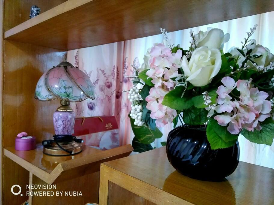 精美的花卉摆件