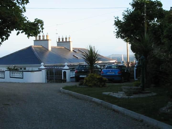 "'GANNET"" Charming Coastal Cottage on beach"