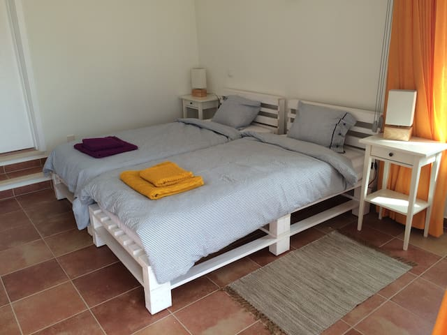 New built room for rent - Carrapateira - Huis