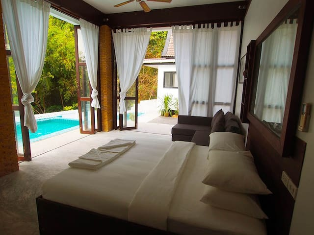 2 Villas with 2 Pools, Sairee. Stroll to the Beach - Ko Tao - House