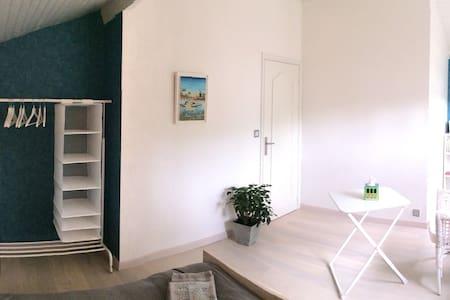 Chambre tout confort - La Thébaïde - Sorbiers - 一軒家
