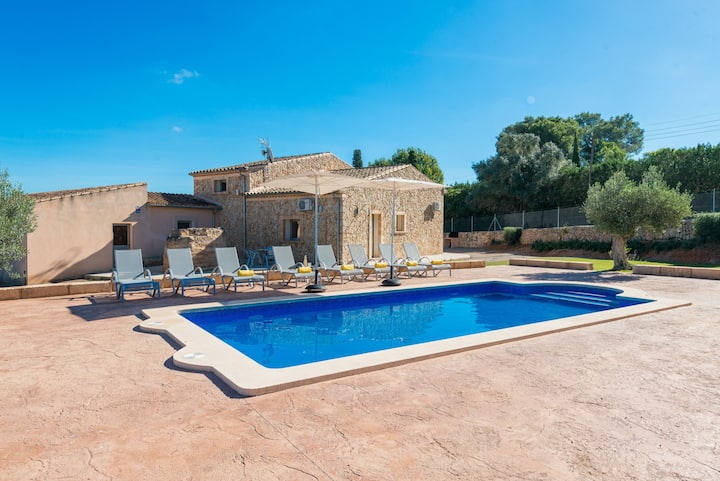 BRIVO Finca for 8 with pool in Sencelles
