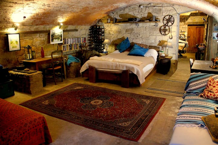 17thC Watermill - Wine cave room