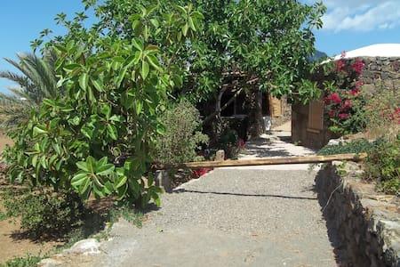 antica corte di dammusi - Pantelleria - House