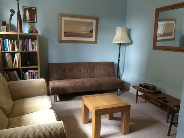 2 Single bedrooms/lounge - Bishop's Stortford