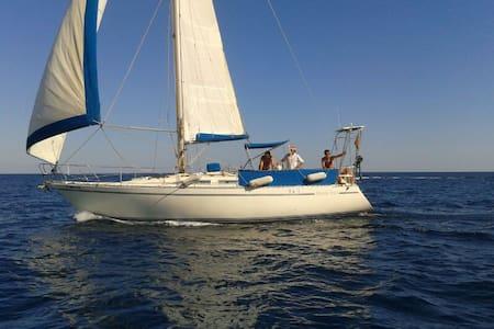 Sailing by CABO DE GATA - Almería - Båt