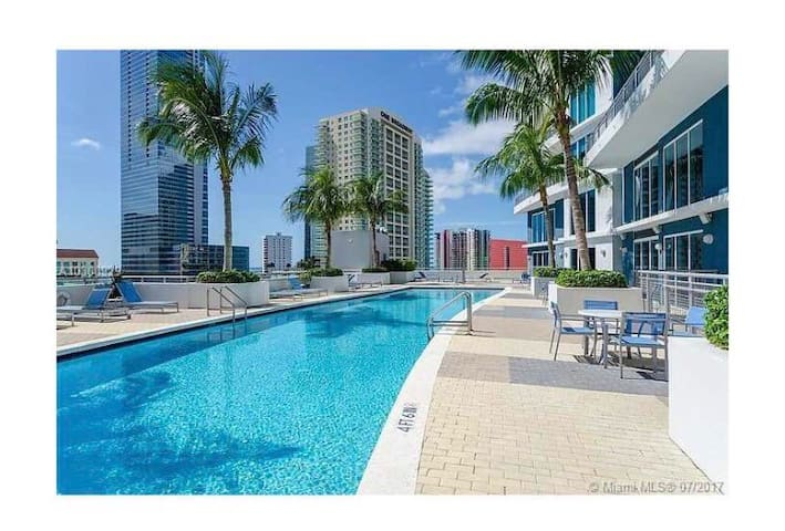 Amazing room in luxury building at brickell.!