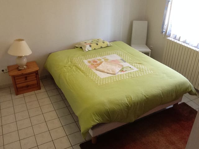Private room and bathroom, breakfast included. - Clermont-Ferrand
