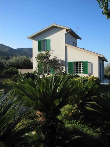 Quiet villa, north coast of Sicily - Oliveri - Huis