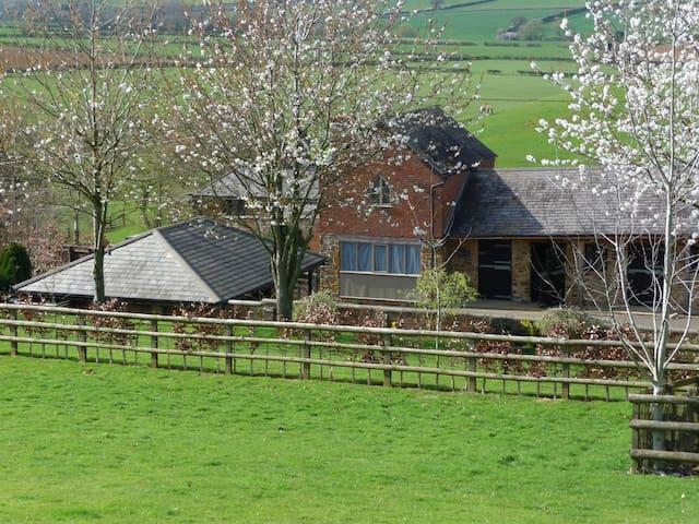 Grooms Cottage, Grimscote,Towcester - Towcester - House