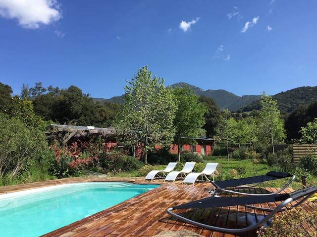 Villa avec piscine, rivière&jardin - Ocana