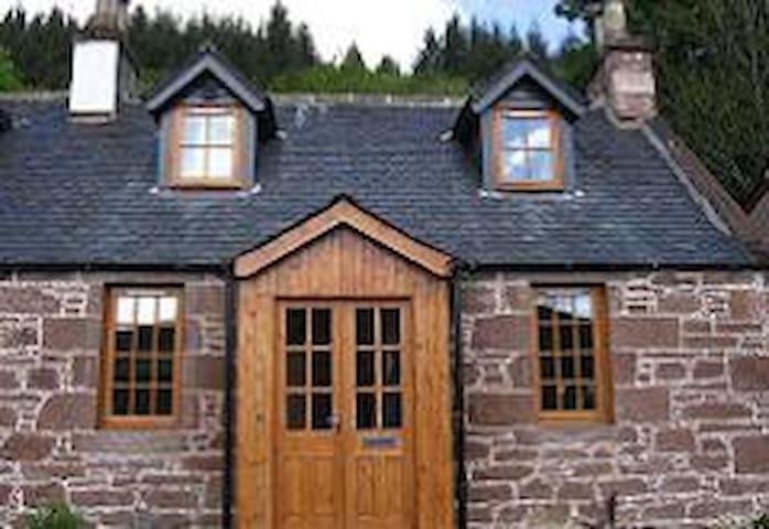 1 Kinnettas Cottages, Strathpeffer - Strathpeffer - Huis
