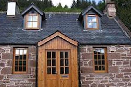 1 Kinnettas Cottages, Strathpeffer - Strathpeffer - Dom