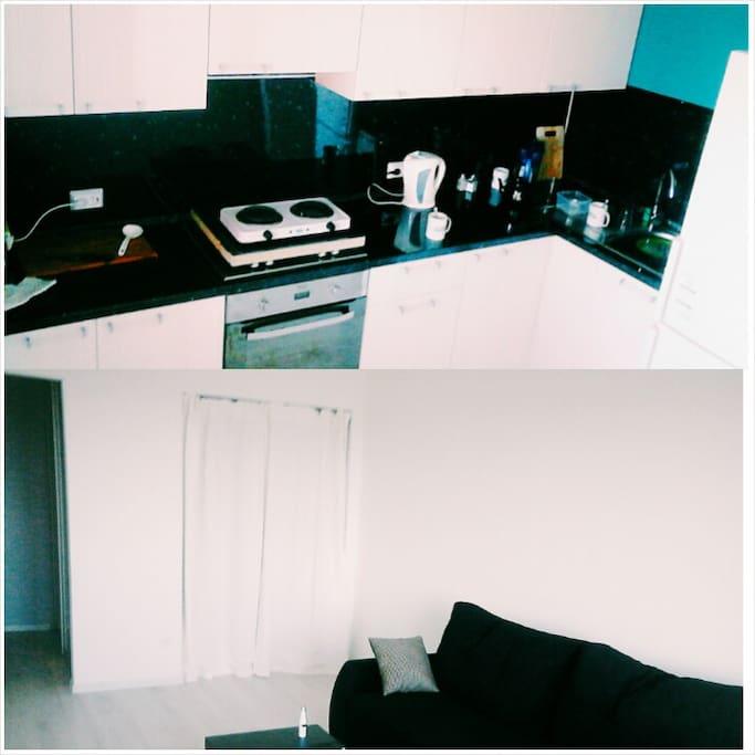 На нижней фотографии-гостиная. Гостям предложен большой черный диван, за белой ширмой находится мое спальное место. Если вас не смущает такое соседство то Welcome :)