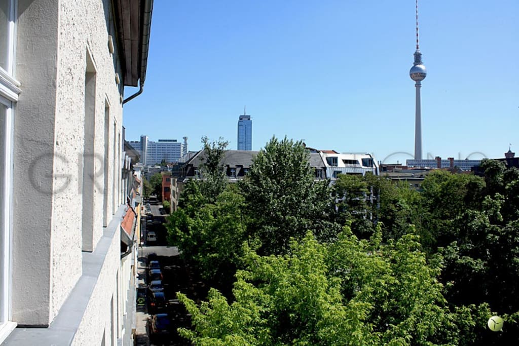 top roof in berlin mitte alexview apartments for rent in berlin berlin germany. Black Bedroom Furniture Sets. Home Design Ideas