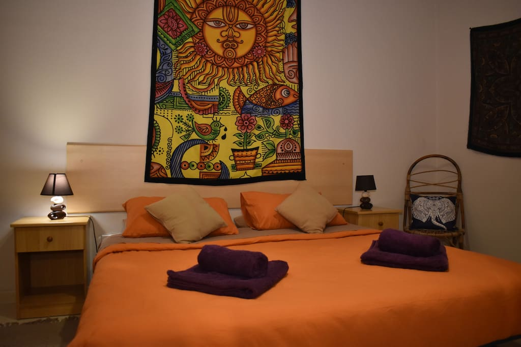 Super comfortable bed with 2 pillows each, extra bed linen if needed and 1 big and 1 small towel per person!.. luxury!