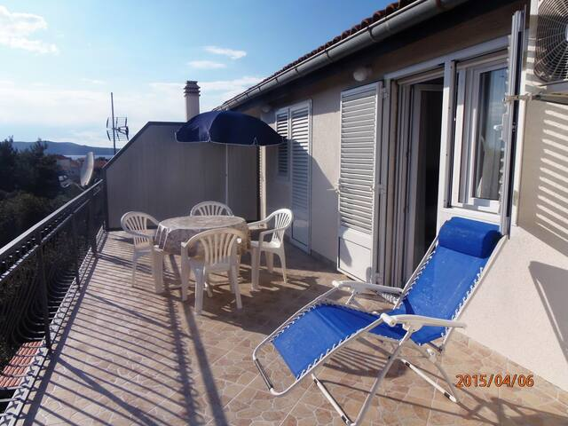 Milka Apartment for 4 with terrace - Brodarica - Apartment