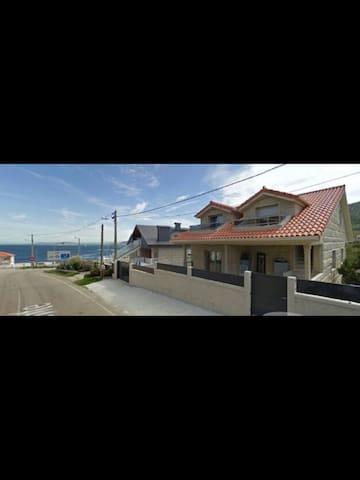 Habitación tranquila cerca del mar - Baredo. Baiona  - Huis