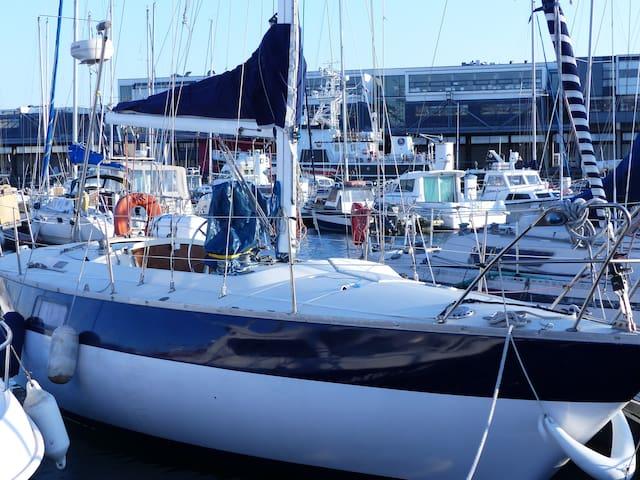 Hébergement insolite sur un voilier - Boulogne sur mer