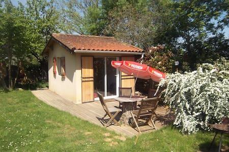 Studio 4p terrasse piscine et jeux - Cunac - House