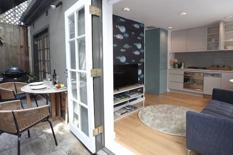 Darling Point - Harbourside Mona Lane studio