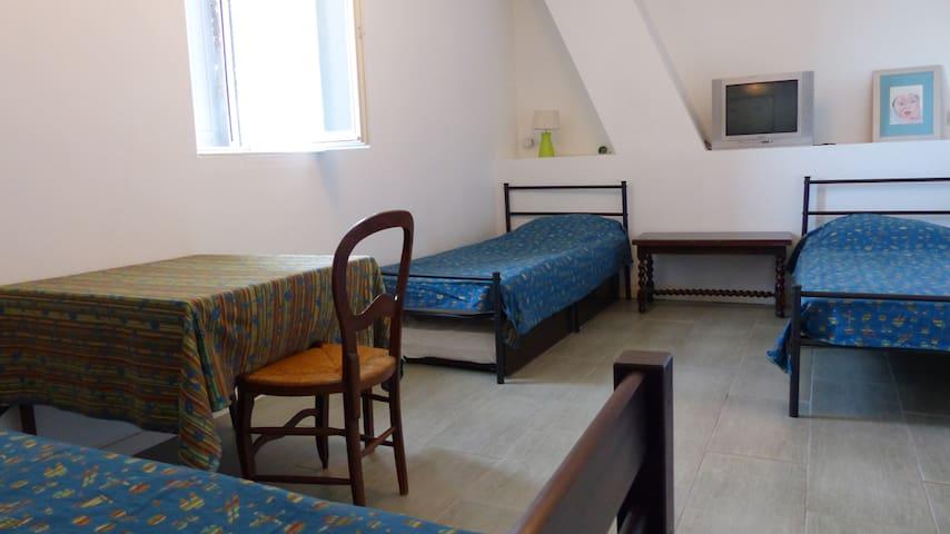 Chambre 3 lits avec possibilité de 2 lits gigognes supplémentaire