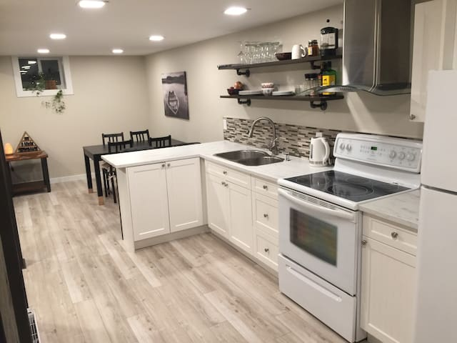 Functional & Modern suite 20 minutes to Silverstar