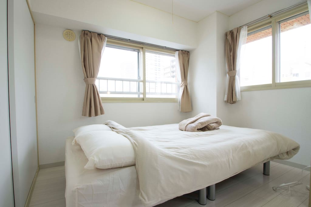 Bedroom with semi-double bed