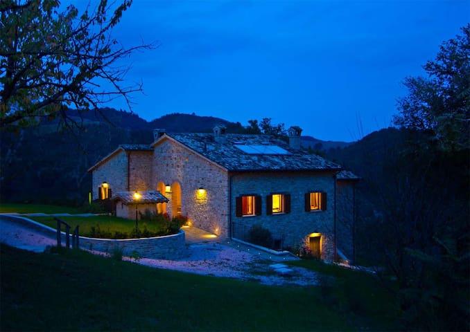 Villa Calfattore: 6 bedroom villa in Marche