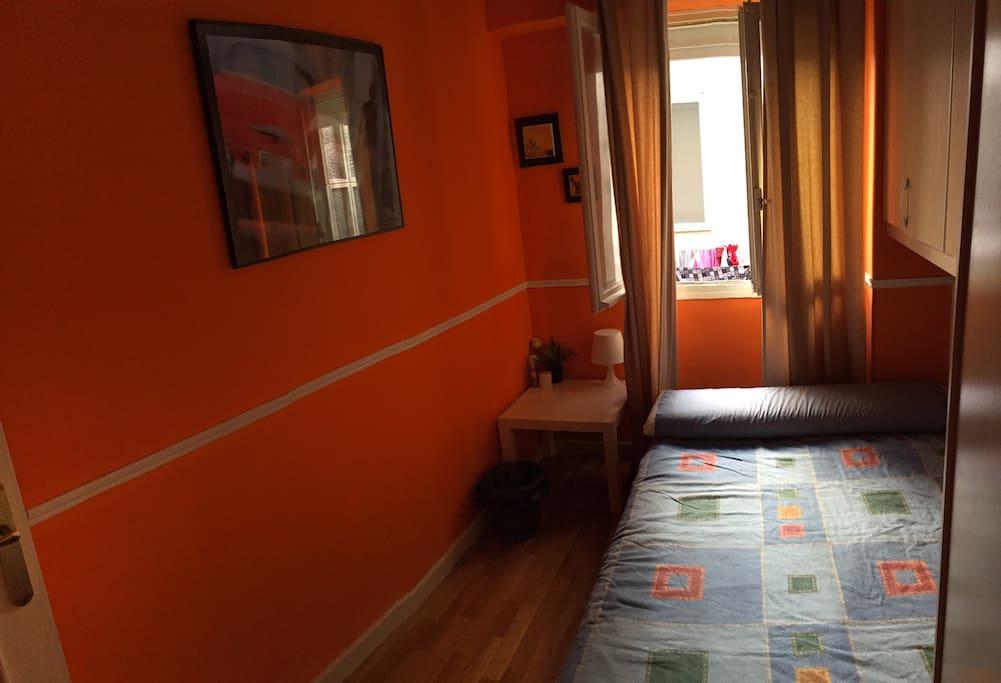 Habitaci n doble en casco hist rico downtown room for Habitacion zaragoza alquiler