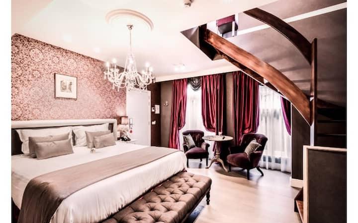 Hotel De Castillion - Duplex Quadruple Family Suite