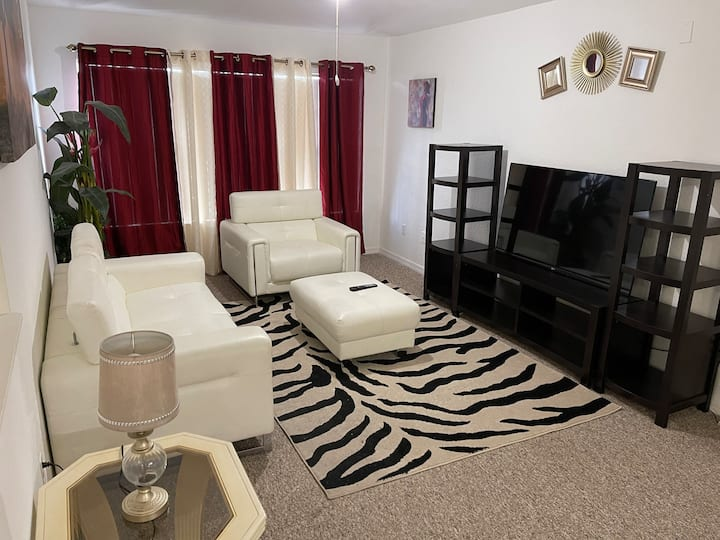 Comfy Apartment close to Disney and Universal