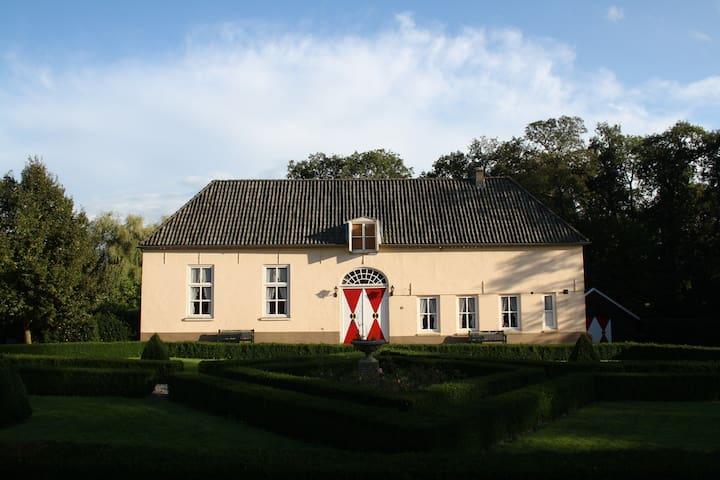 Coachhouse Heukelum Castle - Heukelum - Castell