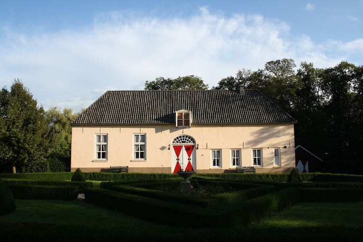 Coachhouse Heukelum Castle - Heukelum - Castelo