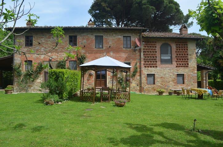Terrarossa Lucca 1 - Capannori - Hus