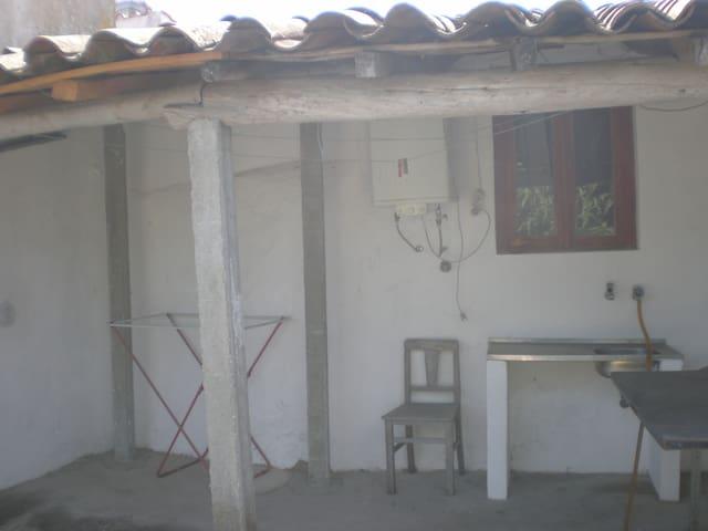 Pátio com lava loiça exterior - Boa zona de Churrasco/Patio w/ outdoor dish sink - Nice BBQ area
