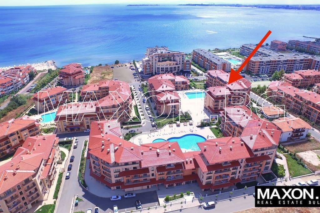 Комплекс расположен 100 метров от пляжей.
