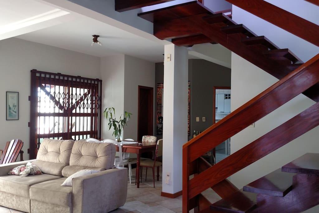Sala de estar, entrada da casa