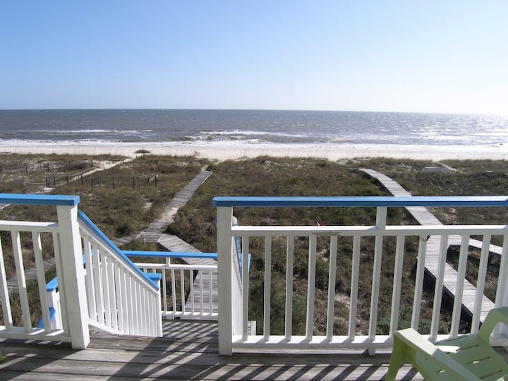 Beach front! 3B/3B House, Island central location