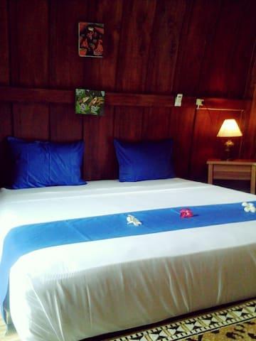 Jibril guesthouse - Mataram - Bed & Breakfast