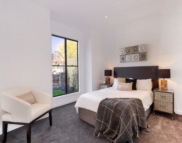 City views  brand new private room - Kensington - Talo