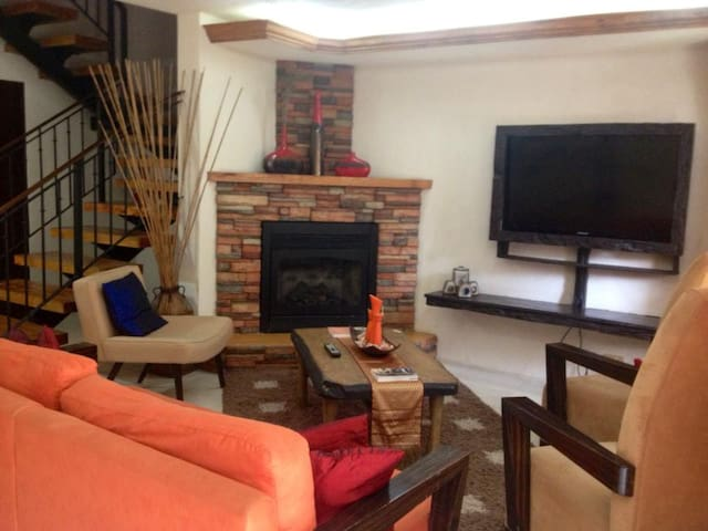 Charming 4BR Townhome Marcons Suite - baguio city - Rumah