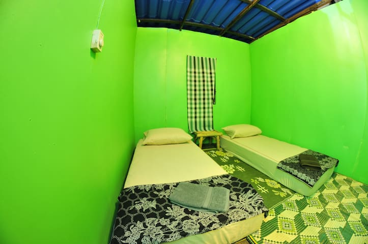 Double room, shared bathroom V1 @FULL MOON - Haad Rin Beach - Huis