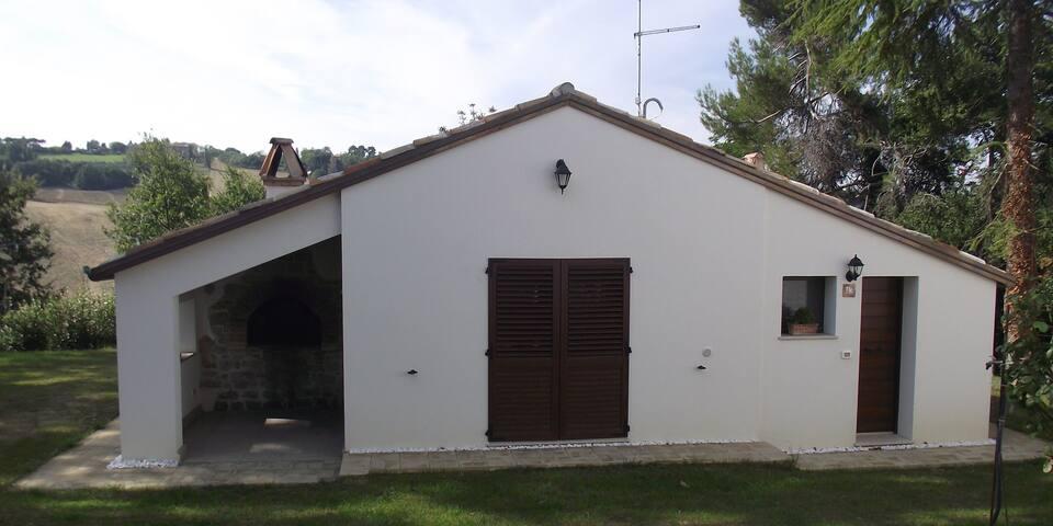 casetta nella campagna pesarese - Pesaro - House