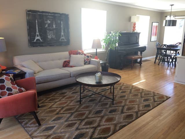 Sunny SLP/Linden Hills Home with Hotel Amenities - Minneapolis - House