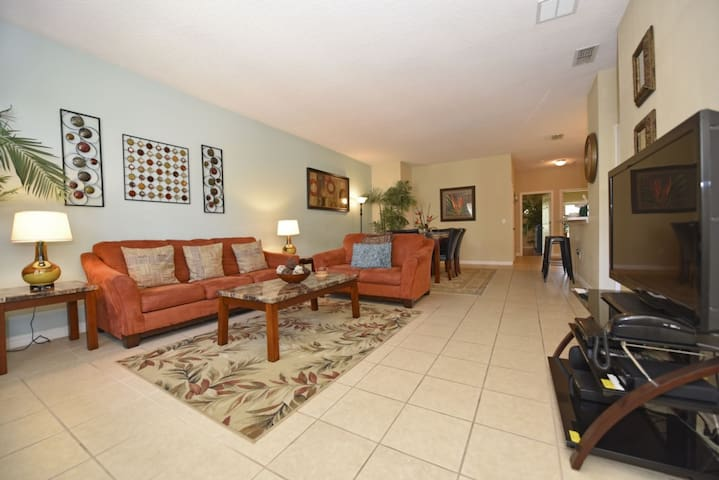 GREAT LOCATION & VALUE! Spacious 3-Bed Condo Just 2 Miles to Disney/WIFI/Resort Pool- Sun Lake 3117
